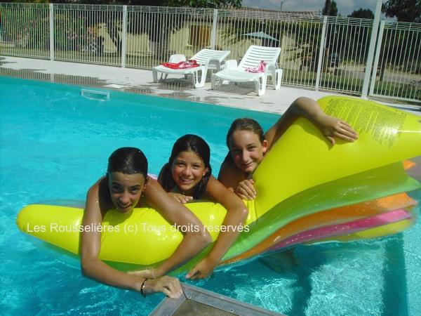 La piscine chauffée lieu idéal pour les ados