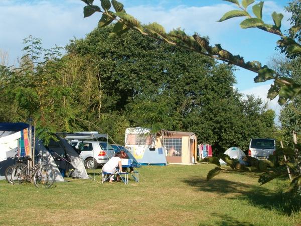 Camping avec emplacements caravanes et tentes