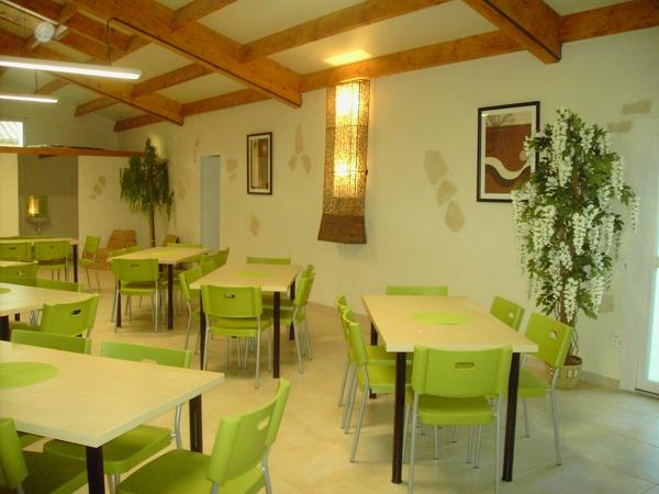 Location de salle avec tables en oblique
